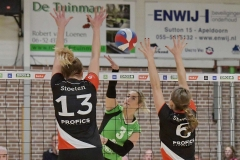 08-12-2018: - JeanineStoeten - GinaValenti - RomyHietbrink - Volleybal: Vrouwen Dros Alterno v Apollo 8: ApeldoornEredivisie volleybal dames seizoen 2018-2019l-r: Jeanine Stoeten of Apollo, Gina Valenti of Alterno, Marlon Stevelink of Apollo